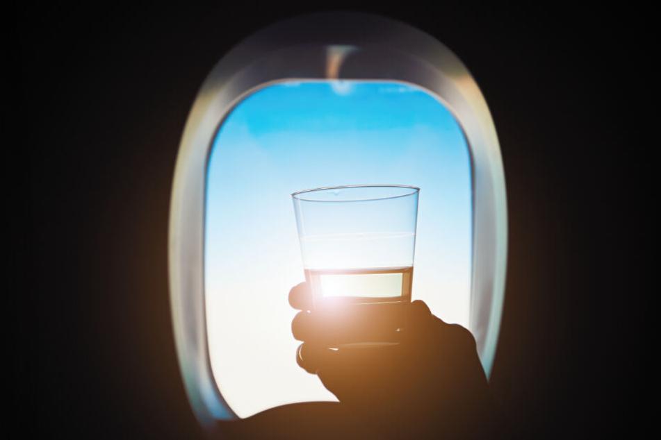 Der britische Passagier trank Alkohol im Flieger und wurde aggressiv. (Symbolbild)