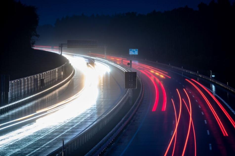 Der Streckenabschnitt wird jetzt wiedereröffnet, nachdem die Autobahn dort sechsspurig ausgebaut wurde.