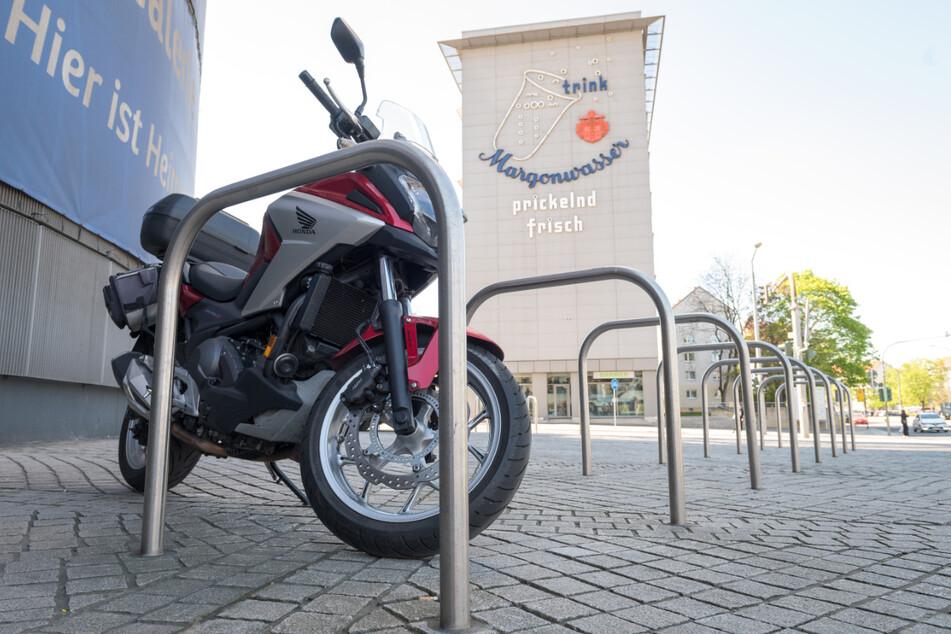 Biker, die nicht auf der Straße parken, müssen auf ein gnädiges Ordnungsamt hoffen.