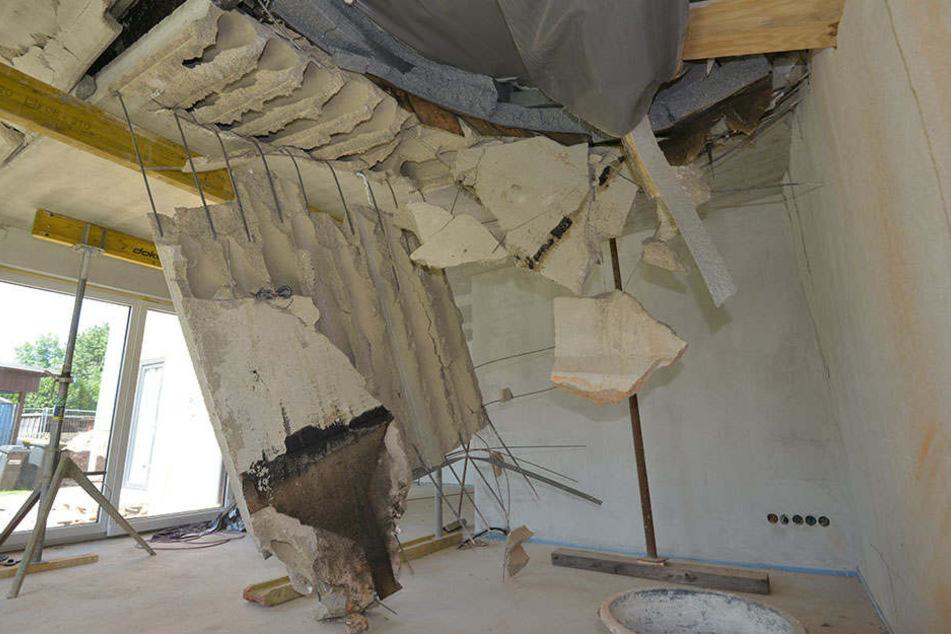 Der tonnenschwere Bohrer hat den Anbau des Hauses komplett zerstört.