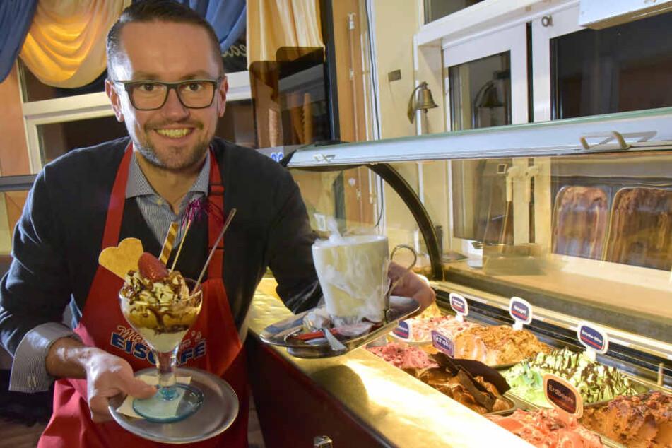 """Bei Andreas Marschner in """"Marschner's Eiscafé"""" gibt es neben leckeren Eisbechern auch noch Glühwein."""