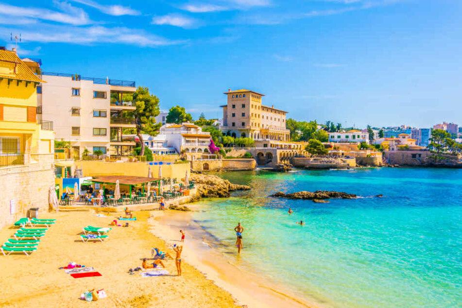 Drama auf Ferieninsel: Tourist stürzt auf Mallorca in den Tod