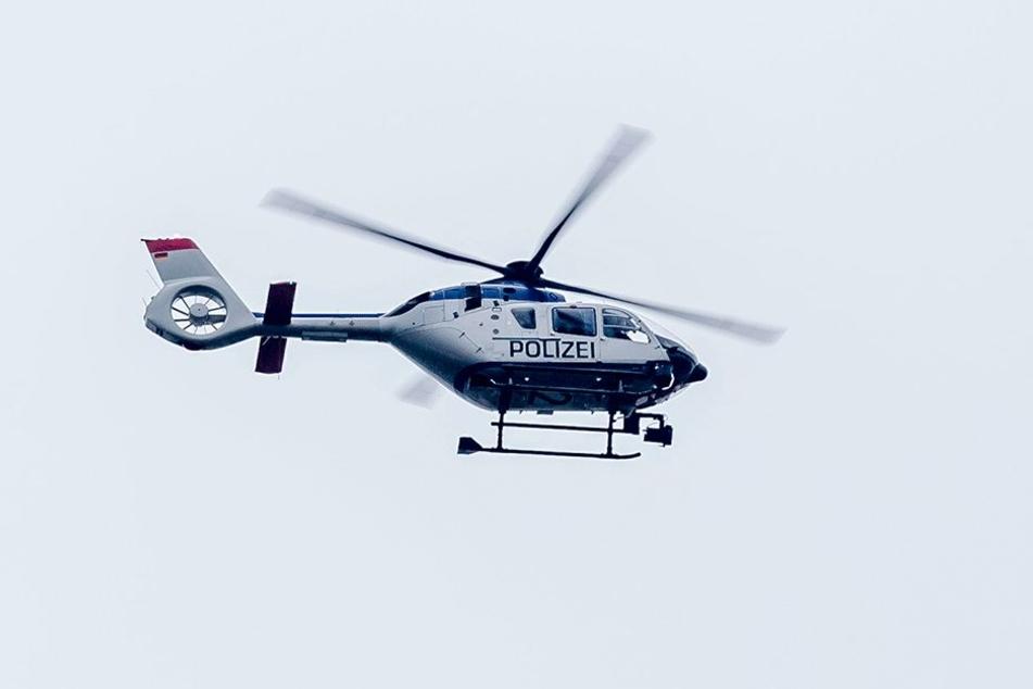 Die Polizei sucht in Ullendorf einen angeblich bewaffneten Mann. (Symbolfoto)