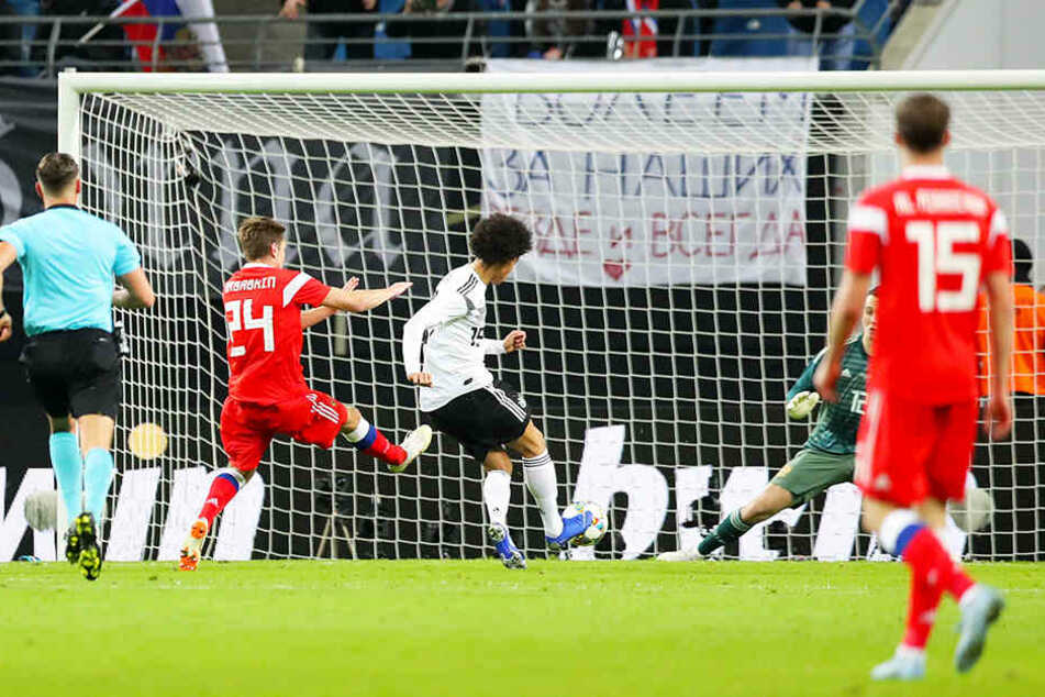Ausgerechnet Leroy Sané (M.), der in der Nationalelf seiner Form bei Manchester City lange hinterherhinkte, brachte Deutschland mit 1:0 in Führung.