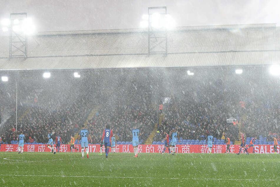 Der englische Fußball-Erstligist Crystal Palace lässt Obdachlose in seinem Stadion übernachten.