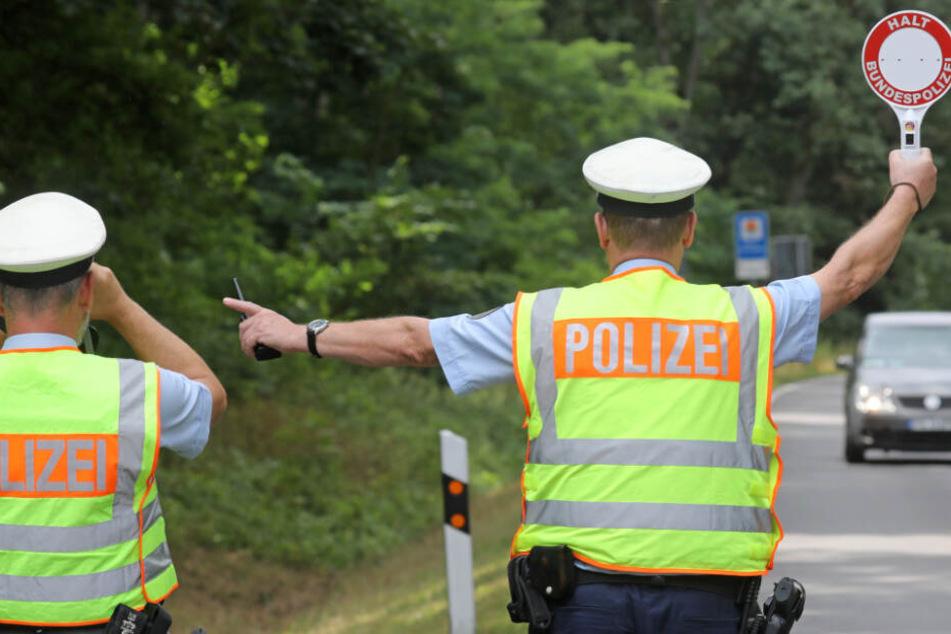 Die Polizei fand heftige Details über den Fahrer heraus. (Symbolbild)