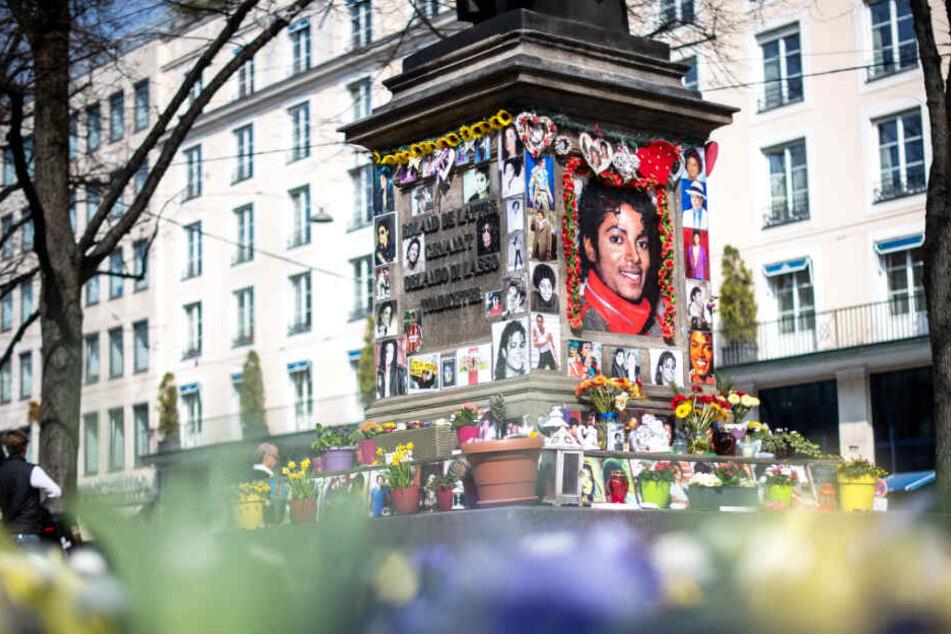 In München haben sich zahlreiche Fans im Gedenken an Michael Jackson getroffen.