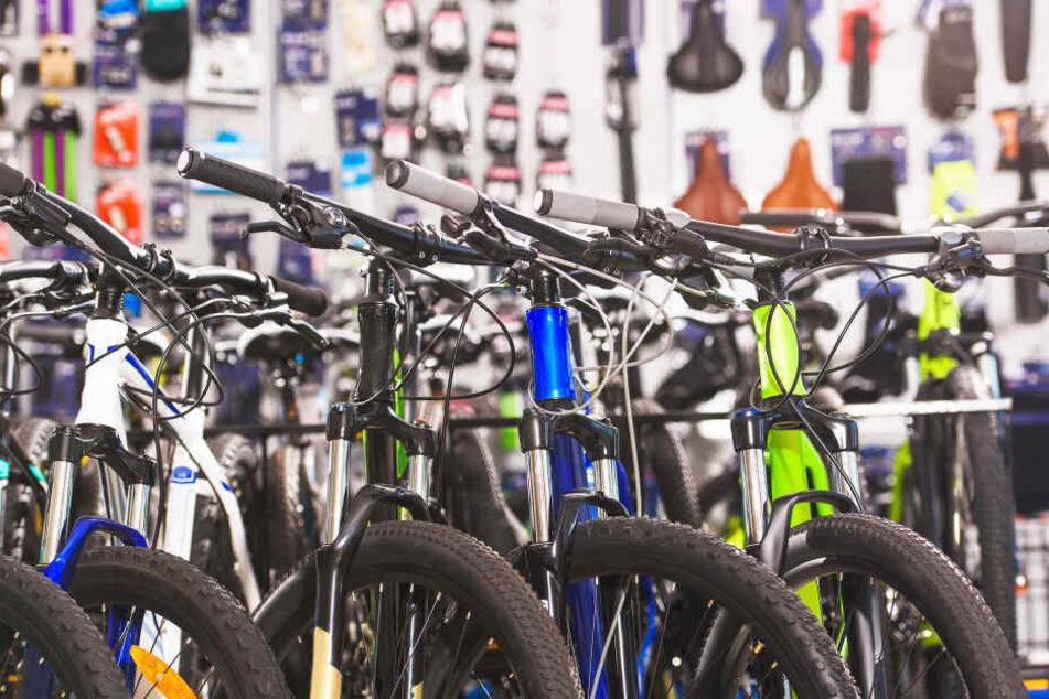 Dreister Betrug: Radfahrer (58) ertauscht sich immer wieder hochwertige Fahrräder