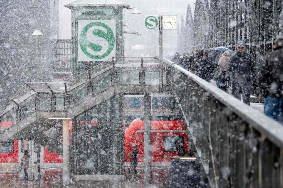 """München: """"Bianca"""" legt die Bahnen lahm: Teilweise fallen komplette Züge in München aus"""