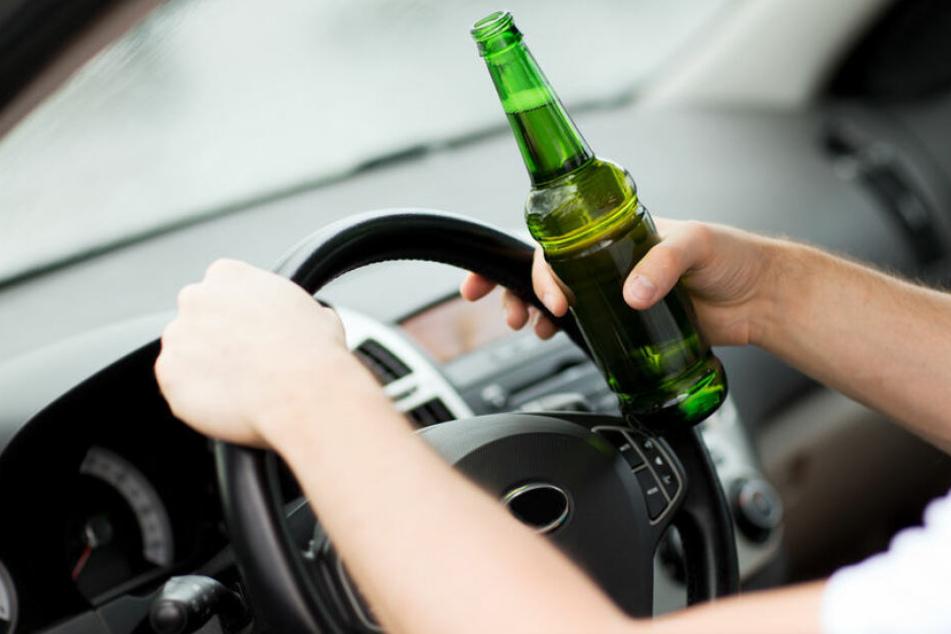 Der Mann hatte ordentlich getrunken, bevor er sich ein Auto geschnappt hatte. (Symbolbild)