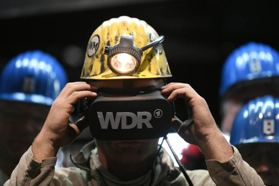 Mit einer Virtual-Reality-Brille wird virtuelle Bergwerk zu einem noch größeren Erlebnis.