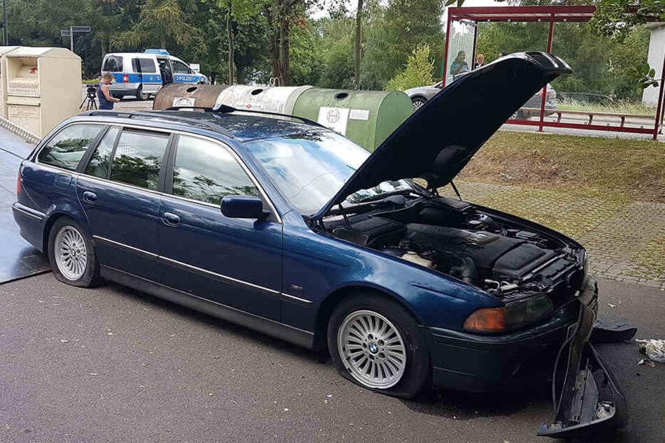 Der BMW wurde bei der Flucht vor der Polizei beschädigt.