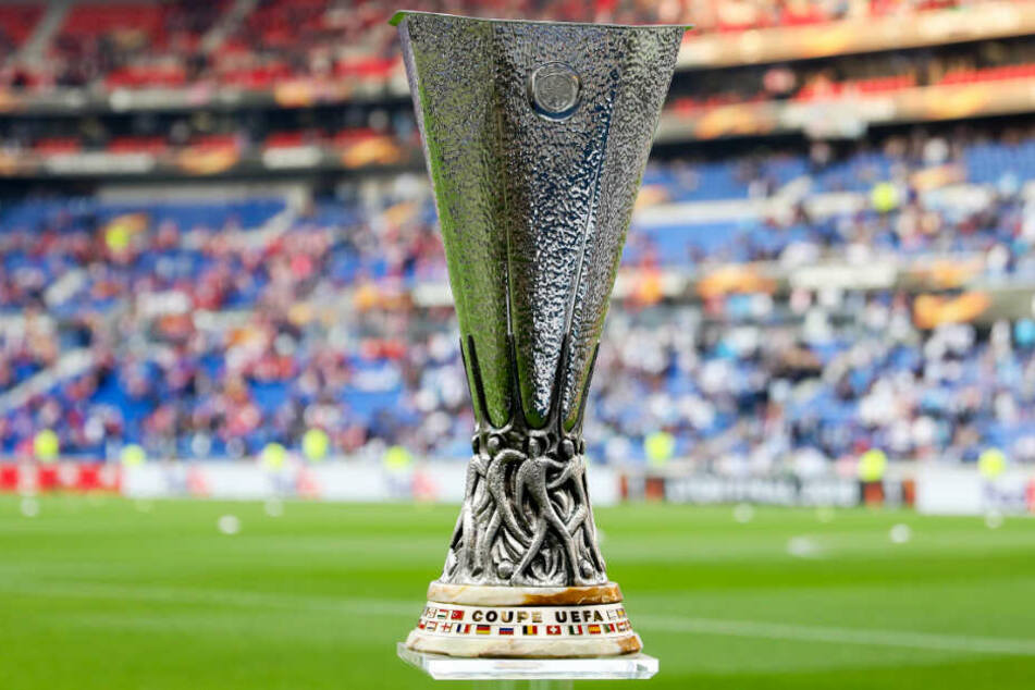Der Europa League-Pokal: Schafft es Eintracht Frankfurt ihn zu erobern?
