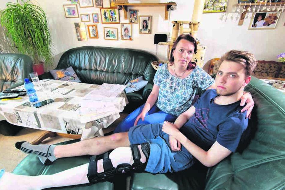 Mama Kerstin Nowara (43) und Luca haben sich auf der verzweifelten Suche nach  Ärzten wie Bettler gefühlt.