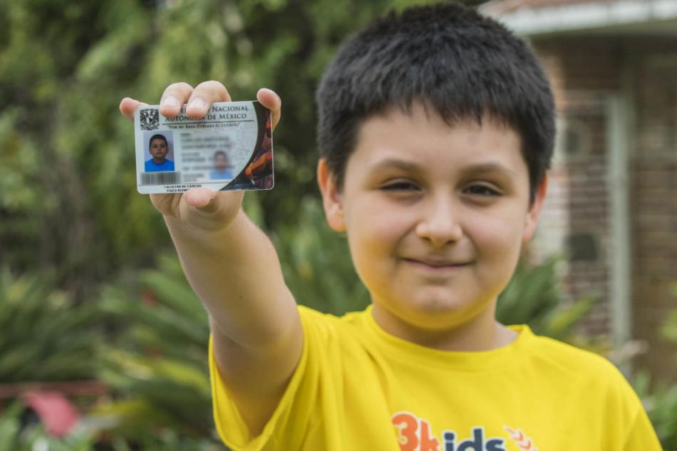 Er hat es tatsächlich geschafft! Kommende Woche beginnt der zwölfjährige Carlos sein Physikstudium.