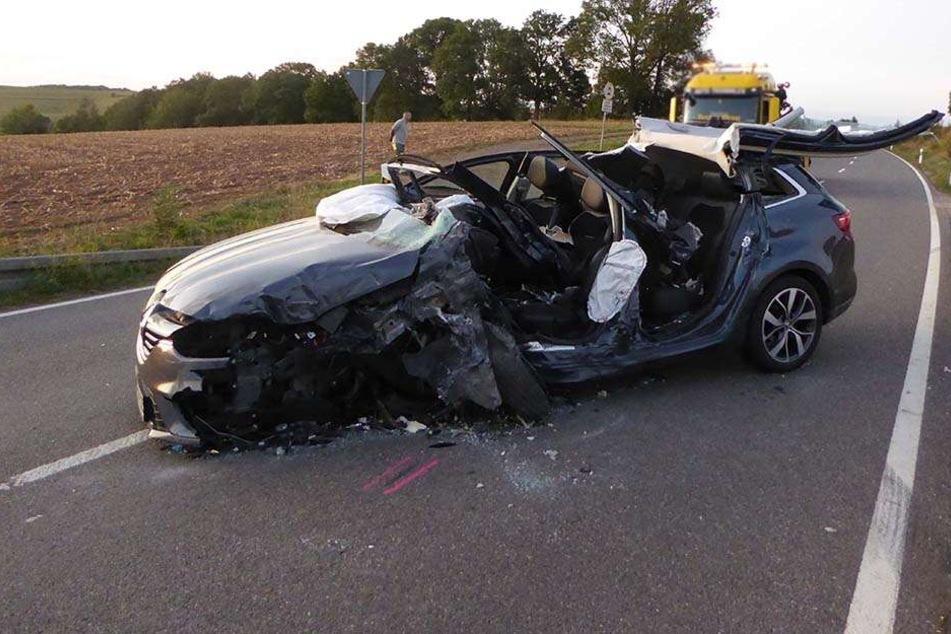 Auto kracht in Gegenverkehr: 36-Jähriger schwer verletzt