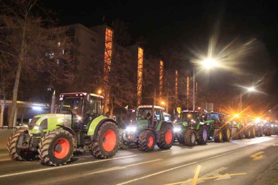 Die Traktoren auf der Albertstraße in der Nähe der Staatskanzlei.