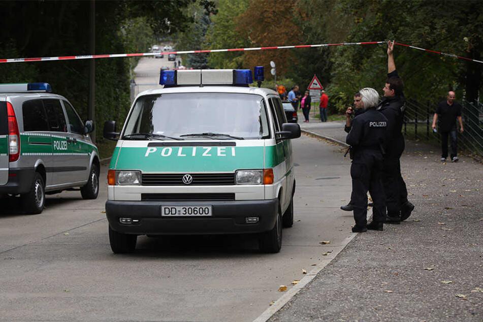 Die Polizei kümmert sich um die Evakuierung.