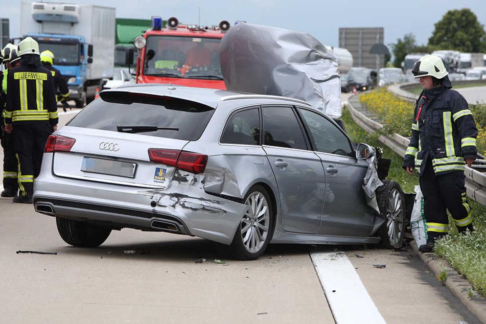 Der Audi schleuderte in die Mittelleitplanke.