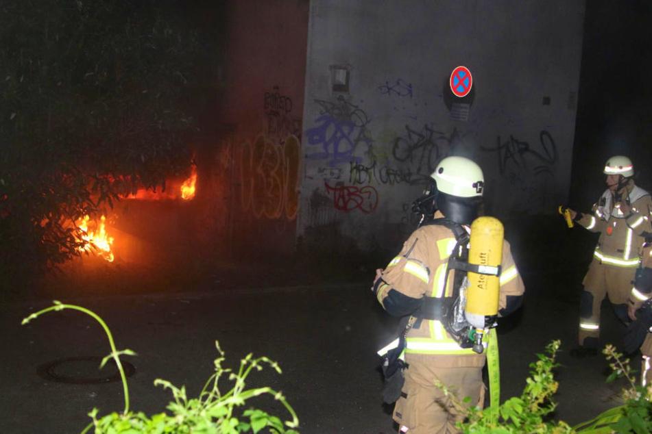 Am Dienstagabend brannte es in der Tiefgarage eines türkischen Möbelhauses in Berlin-Neukölln.