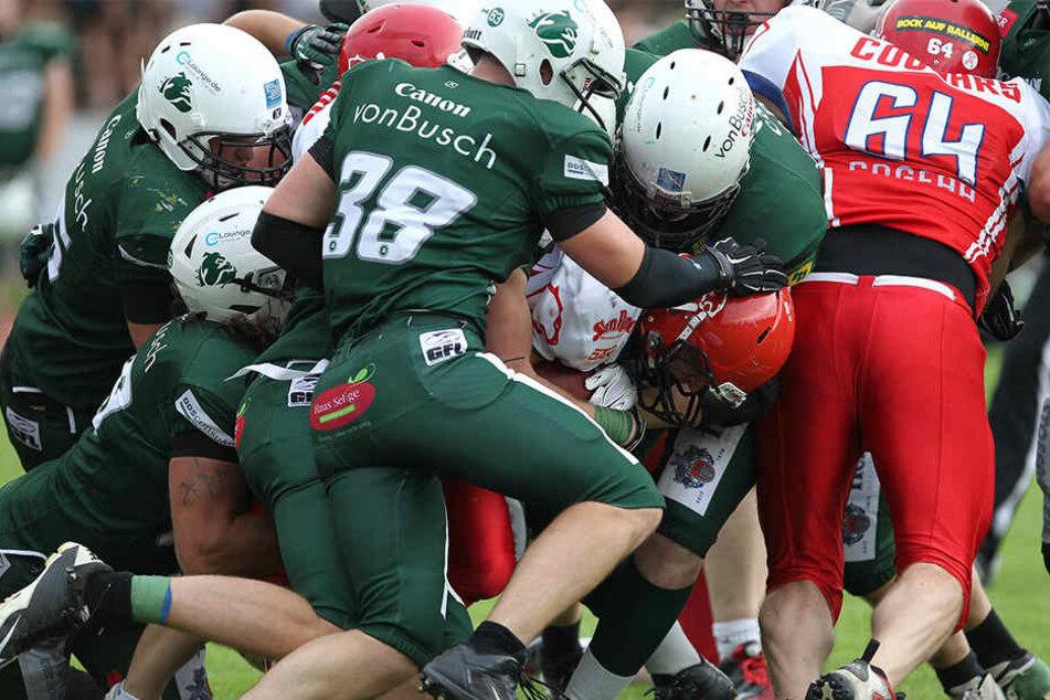 Sportlich sind die Bielefeld Bulldogs (grünes Trikot) schon längst abgestiegen.