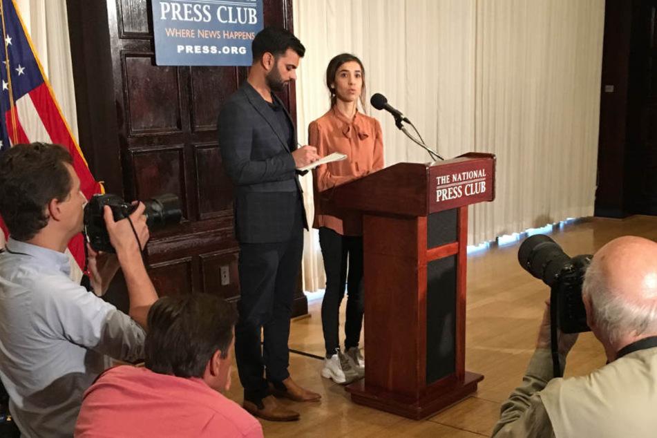 Nadia Murad gibt am Samstag eine Pressekonferenz.