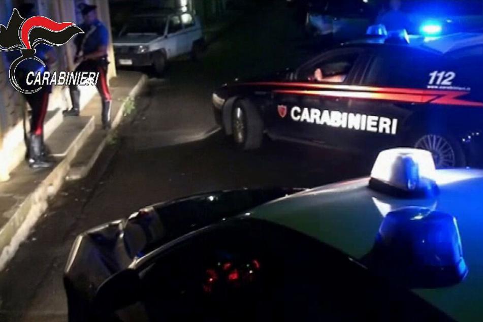 Bei mehreren Razzien gegen die italienische Mafia sind mehr als 100 Verdächtige gefasst worden.