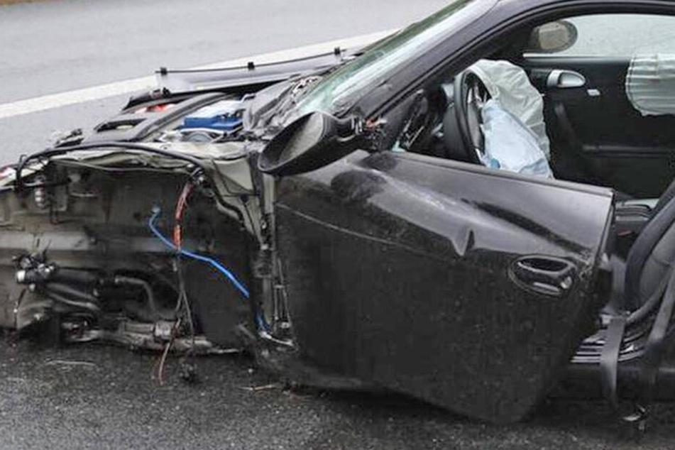 Porsche kracht gegen Leitplanke: A4 voll gesperrt, Rettungs-Heli im Einsatz!
