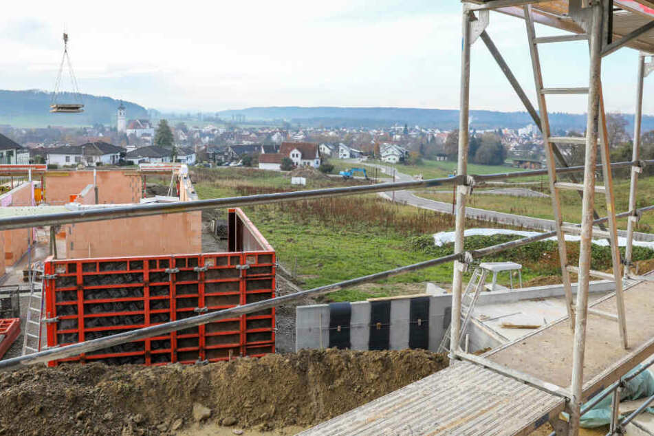 Vor Kurzem hatte eine Bauplatzvergabe in Ummendorf bei Biberach für Aufsehen gesorgt, da die Kommune bei den Bewerbungen einen Kinderbonus vorsah.