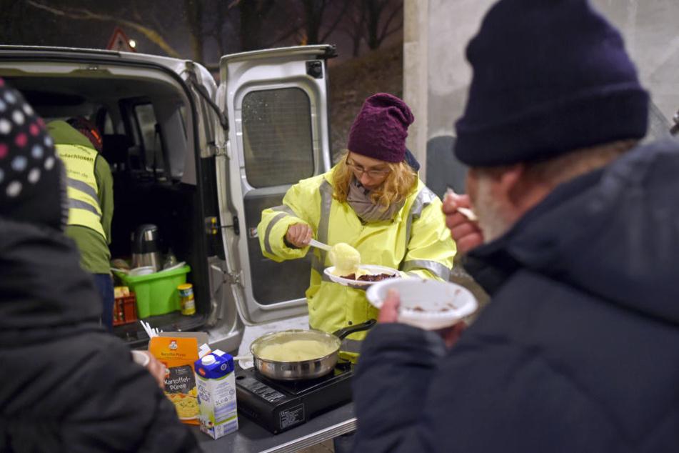 In anderen Städten gibt es bereits einen Kältebus, wie hier in München, der Obdachlose mit dem Nötigsten versorgt.