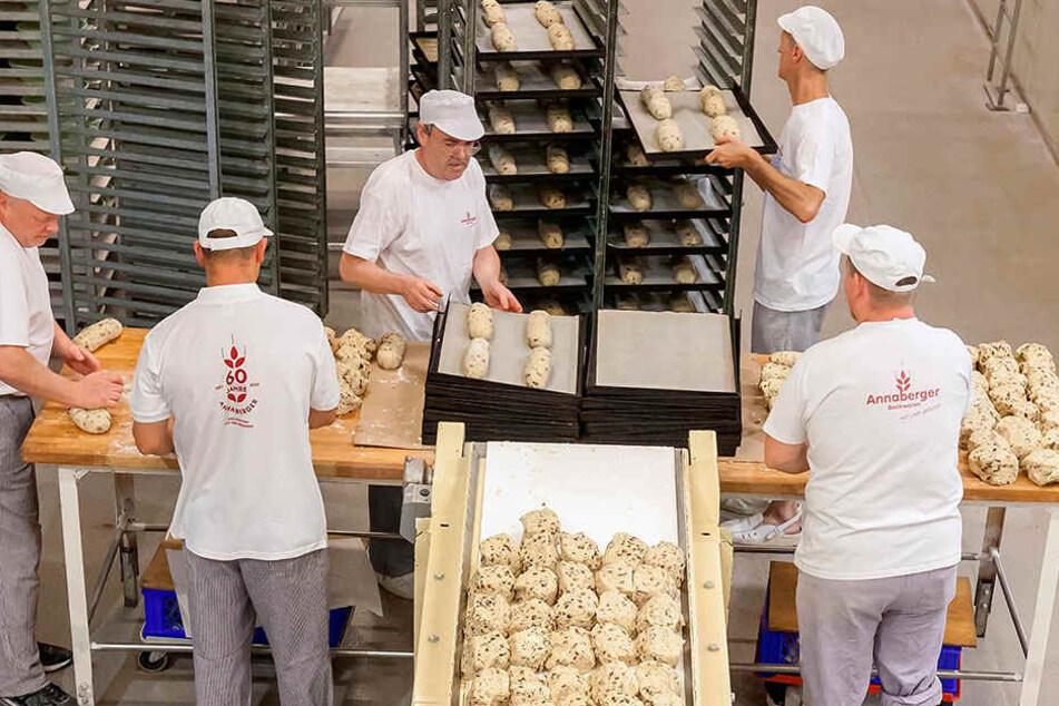 Blick in die Weihnachtsbackstube der Annaberger Backwaren GmbH. Auch professionelle Bäcker müssen in diesem Jahr tiefer in die Tasche greifen.