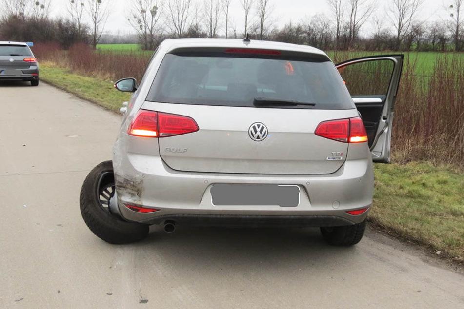 Auch der VW wurde durch den Aufprall beschädigt.