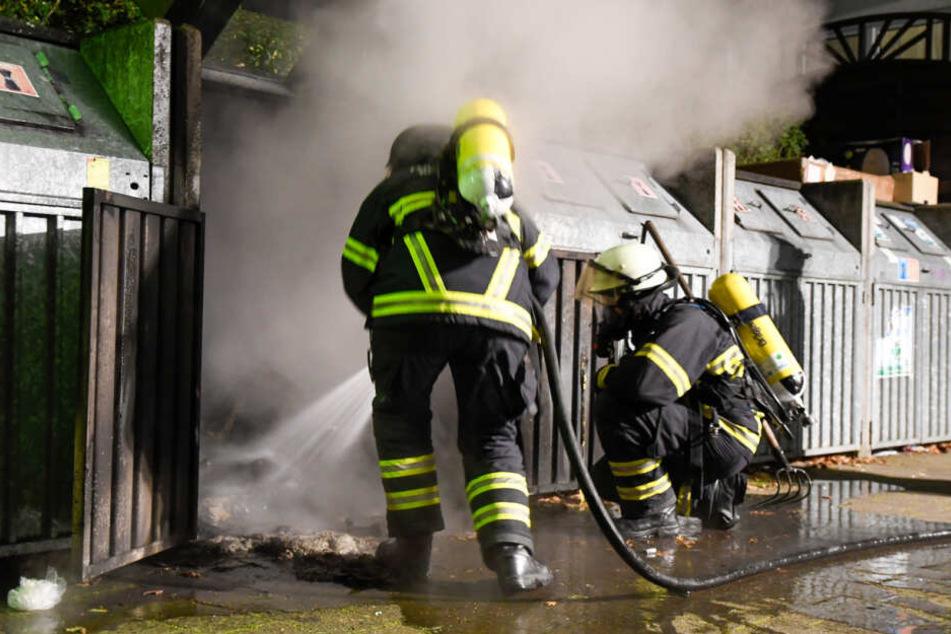 Die Feuerwehr musste einen brennenden Müllcontainer löschen.