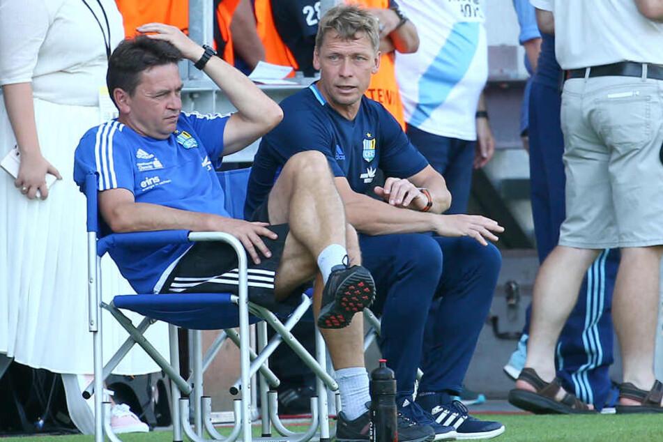 Ratlose Gesichter bei CFC-Co-Trainer Ulf Mehlhorn und Trainer Sven Köhler beim Spiel gegen Lotte.