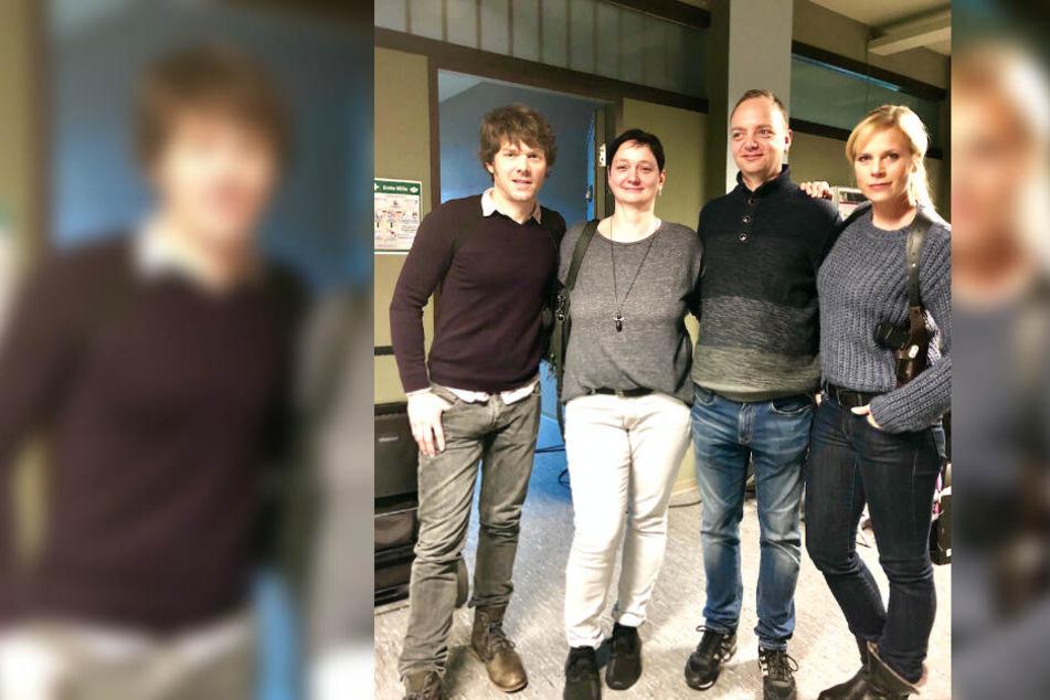 """Ein Foto zur Erinnerung: Uta und Andreas Lauer mit Steffen Schröder und Melanie Marschke am Set von """"Soko Leipzig""""."""