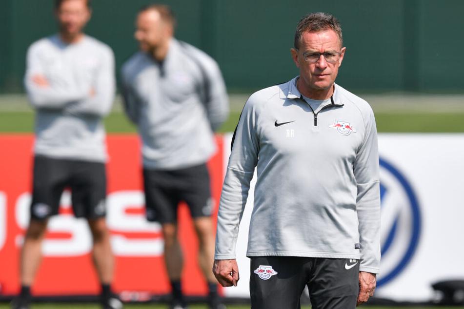 Ralf Rangnick hat sich nun auch in die Friseur-Affäre bei RB Leipzig eingemischt und seine Spieler zurechtgewiesen.