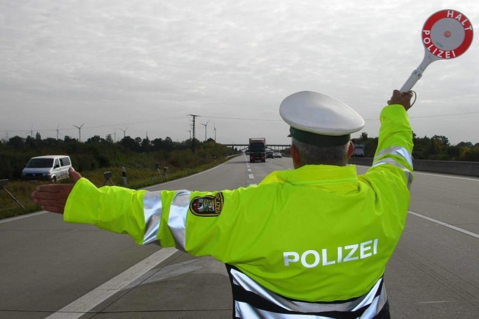 Auf der A4 musste eine verwirrte Autofahrerin gestoppt werden. (Symbolbild)