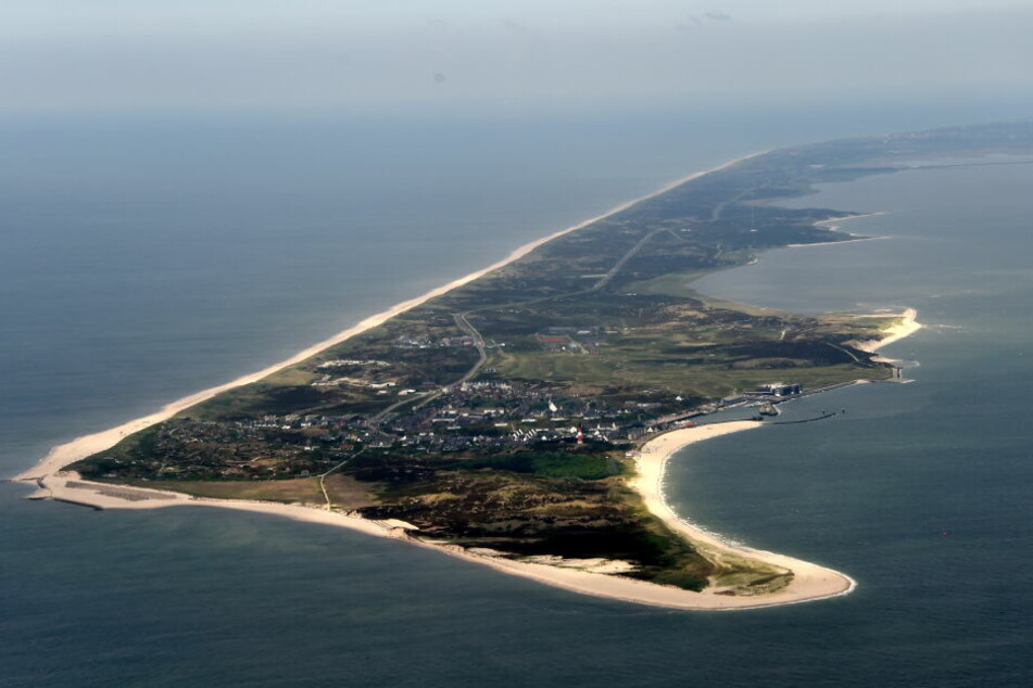 Eine Luftaufnahme zeigt die Südspitze der schleswig-holsteinischen Nordsee-Insel Sylt.