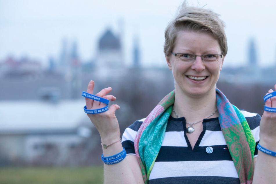 """Stephanie will die Offline-Liebe revolutionieren: Dieses """"Single""""-Armband soll es möglich machen!"""