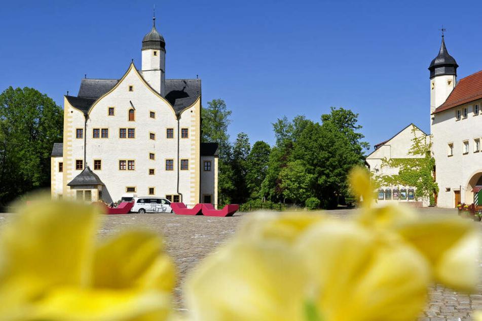 Einbrecher haben am Montag versucht in einen Laden im Innenhof vom Wasserschloss Klaffenbach einzubrechen.