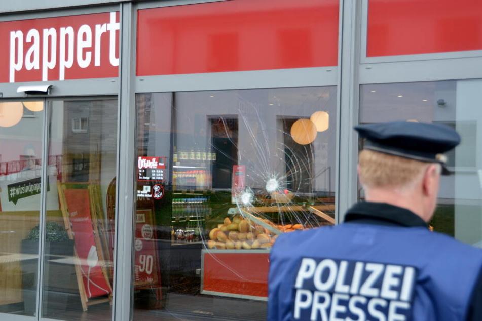 """Vor der Fuldaer Bäckerei-Filiale des Unternehmens """"Pappert"""" fielen plötzlich Schüsse, die den Afghanen tödlich verletzten."""