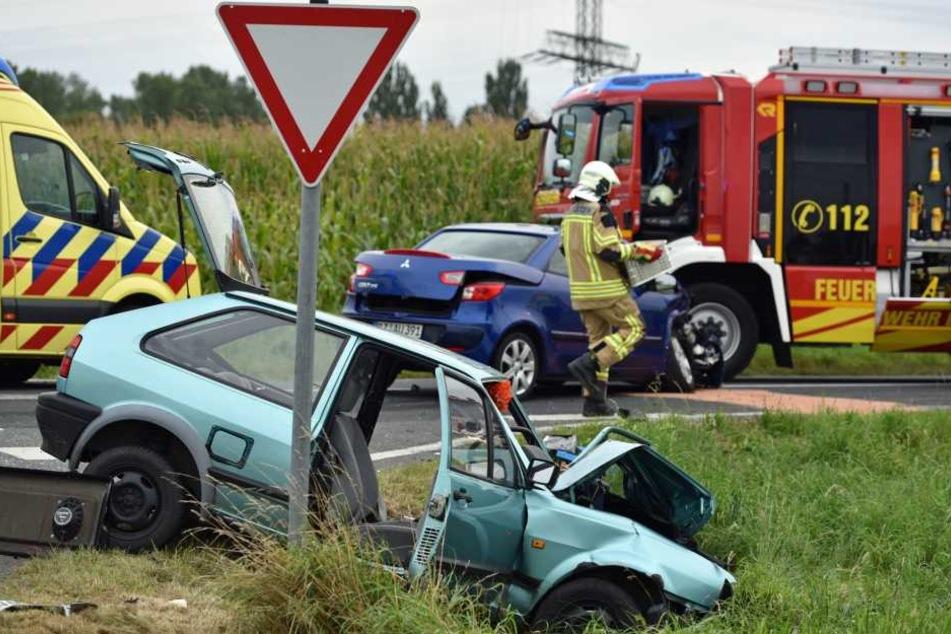 Beide Fahrzeuge prallten infolge eines Vorfahrtsfehlers zusammen.