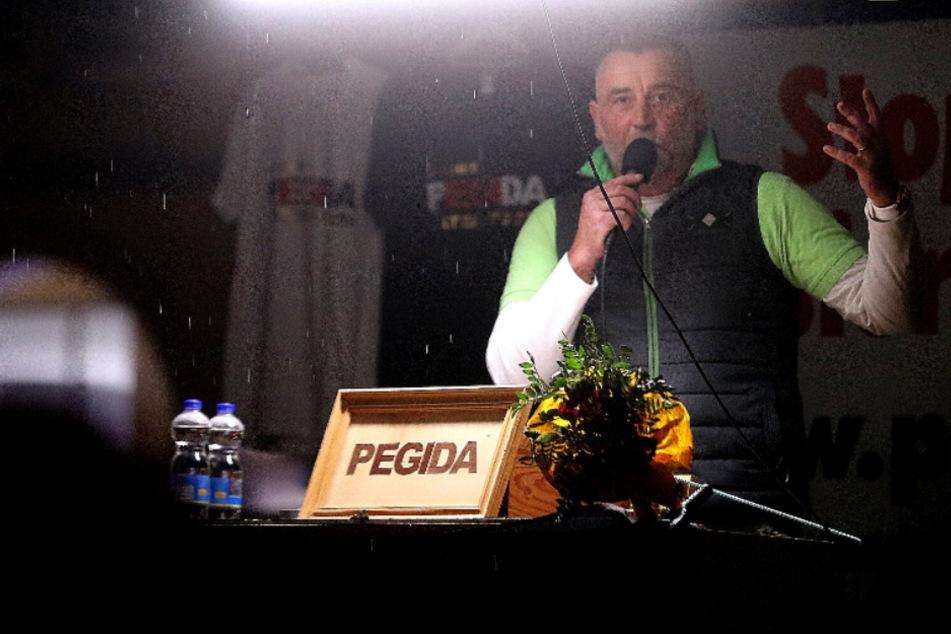 Nach geplatztem Jahrestag: Auftakt der Pegida-Feierwoche schon nach einer Stunde vorbei!