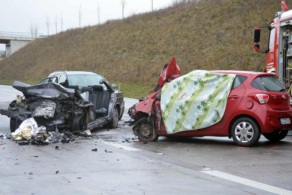 56-Jährige stirbt bei schwerem Unfall mit fünf Autos