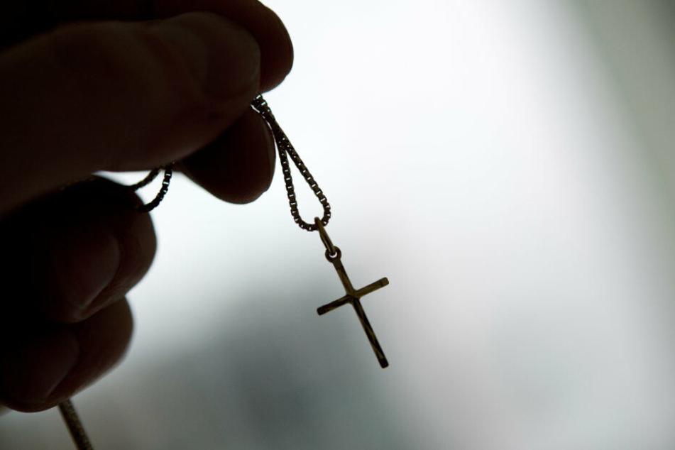 Taufe, Hochzeit und Beerdigung können nach einem Austritt Folgen haben. (Symbolbild)