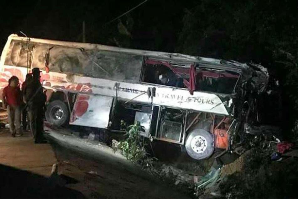 Schweres Busunglück: Zwei Tote und 38 Verletzte!