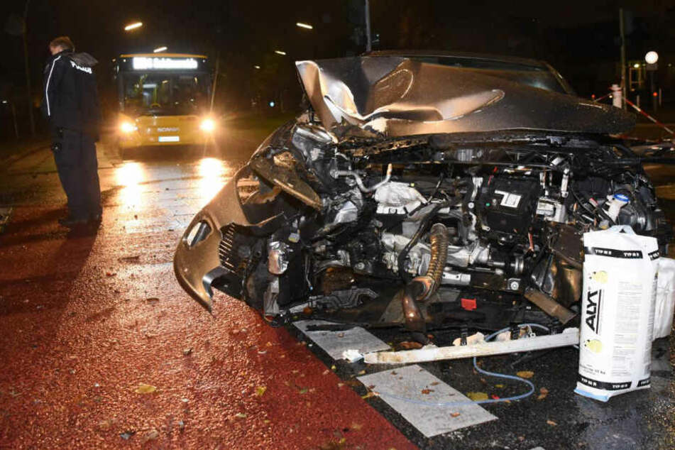 Berlin: Zwei Schwerverletzte in Berlin-Dahlem: Carsharing-Auto rammt Ampel
