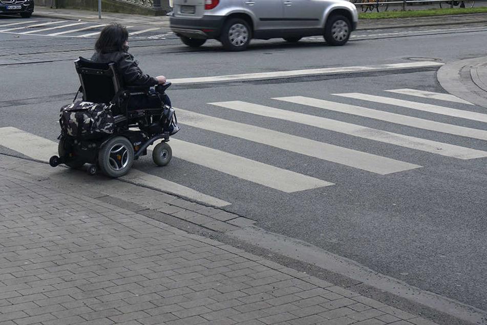 In Sonneberg hat die Polizei einen betrunkenen E-Rollstuhlfahrer erwischt (Symbolbild).