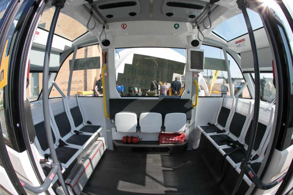 Platz für elf Fahrgäste bietet der autonom fahrende Bus.