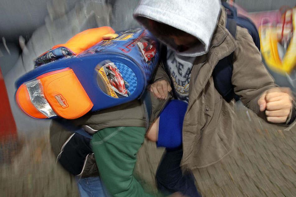 Auch die Gewaltbereitschaft nimmt unter Kindern und Jugendlichen zu. (Symbolbild)